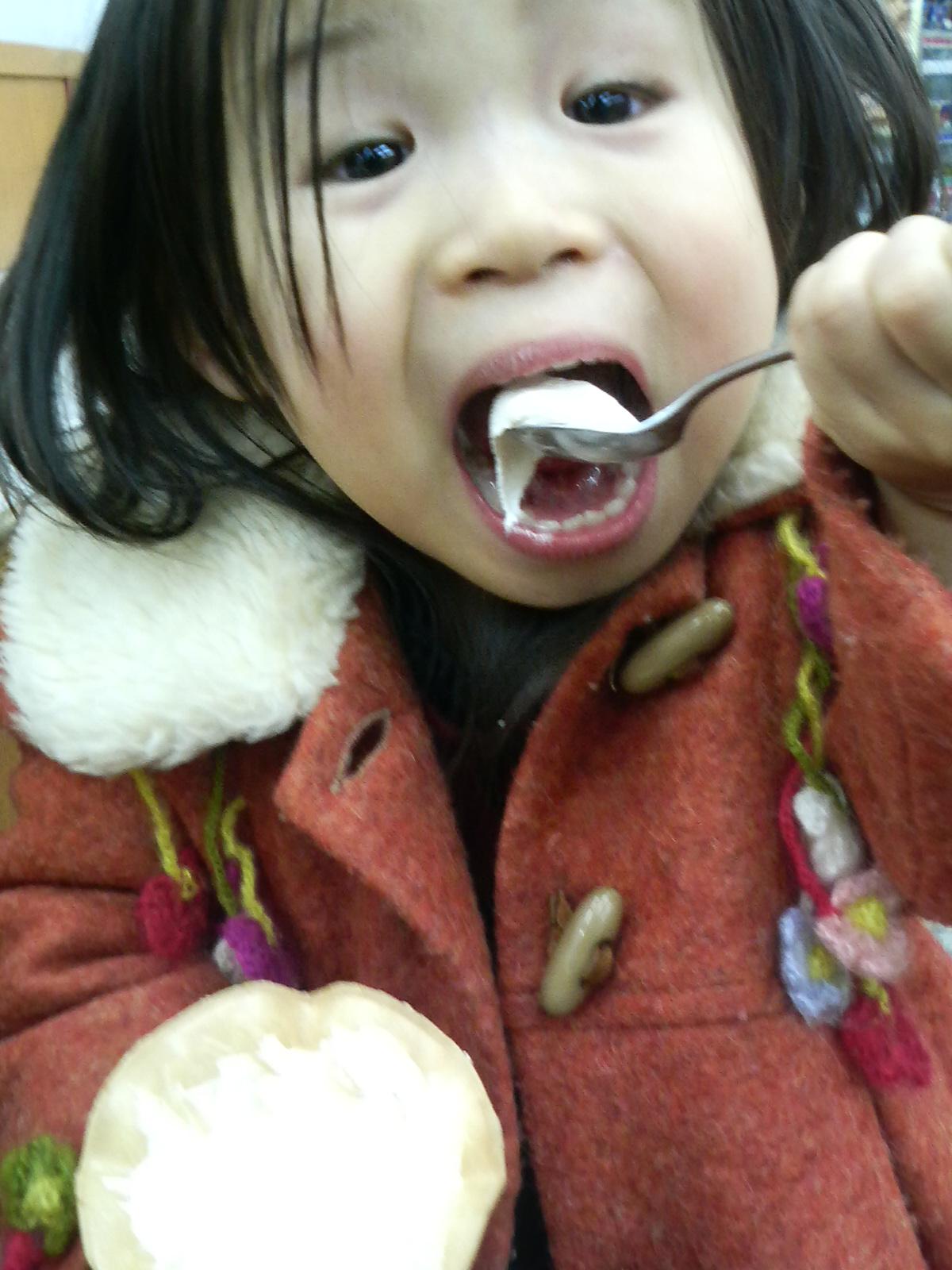 寒いけど食べる。